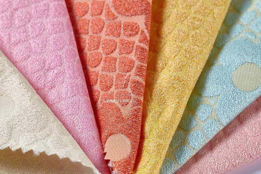 【粘胶纤维是什么】什么是粘胶纤维面料粘胶纤维面料的特点