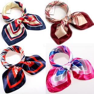 小方丝巾的系法_【小方丝巾的系法】丝巾是我无处不在的简约随性_布联网