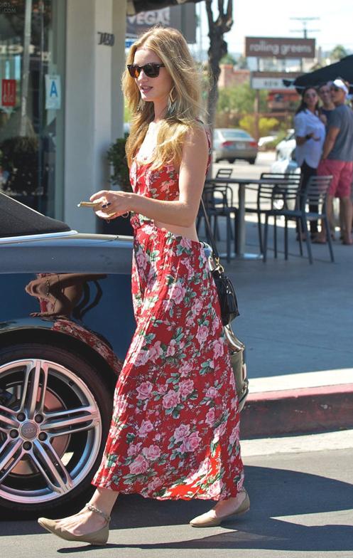 【高个子女生怎么穿衣搭配好看】连衣长裙能助你个性时尚