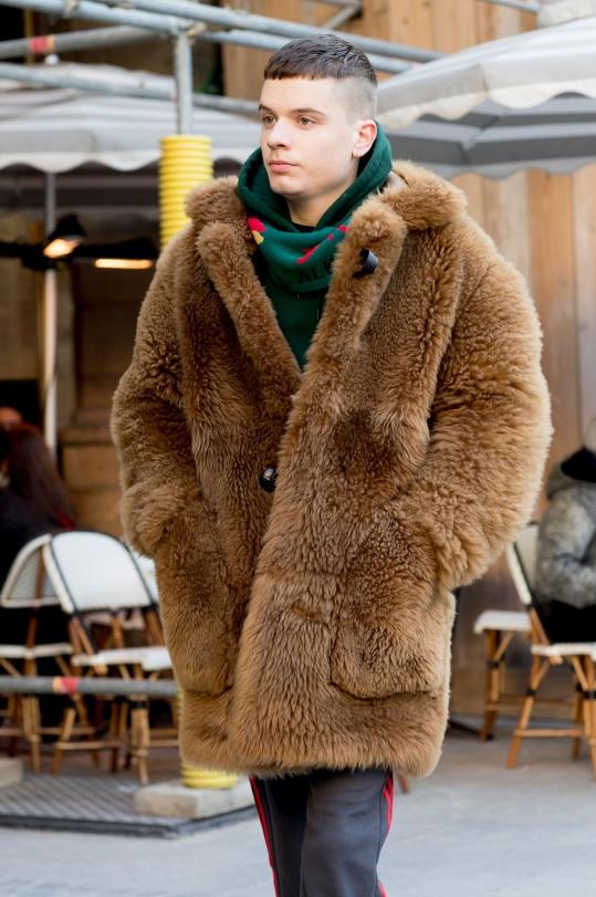 【卫衣外面搭配什么外套】搭配这些外套又帅又霸气