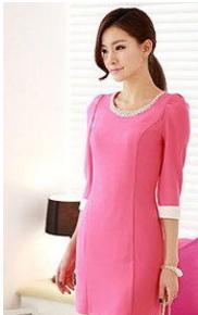粉色七分袖连衣裙