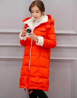 橙色的羽绒服