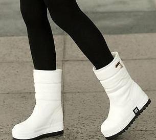 白色雪地靴